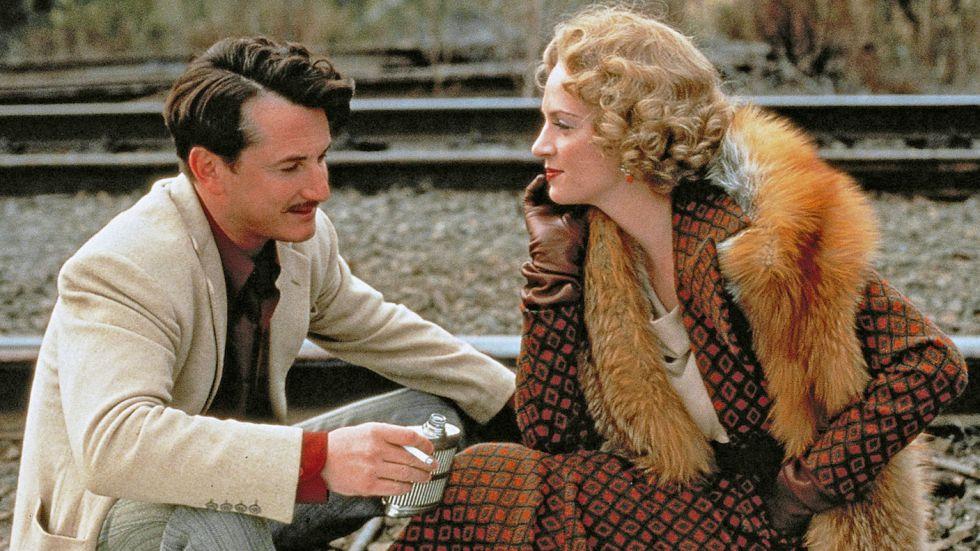 'Poucas e Boas' (Woody Allen, 1999). Uma Thurman: Gostaria de ser puta durante um ano! Sean Penn: Se faz-te falta um representante...