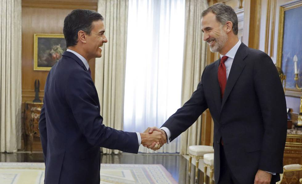 O Rei saúda a Pedro Sánchez na ronda de consultas o passado 6 de junho.
