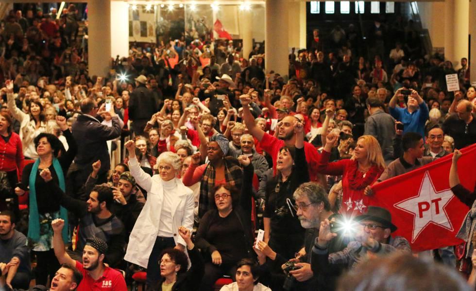 Ato promovido pelo Partido dos Trabalhadores, na Casa de Portugal, em São Paulo, em maio de 2016.