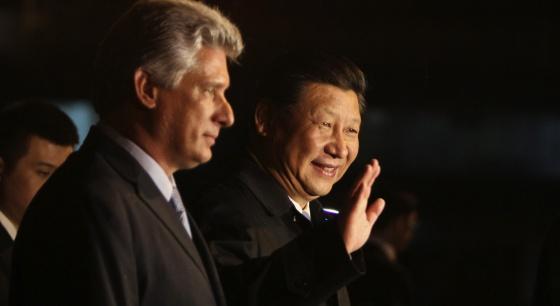 O presidente chinês com o vice-presidente cubano, Miguel Diaz-Canel.