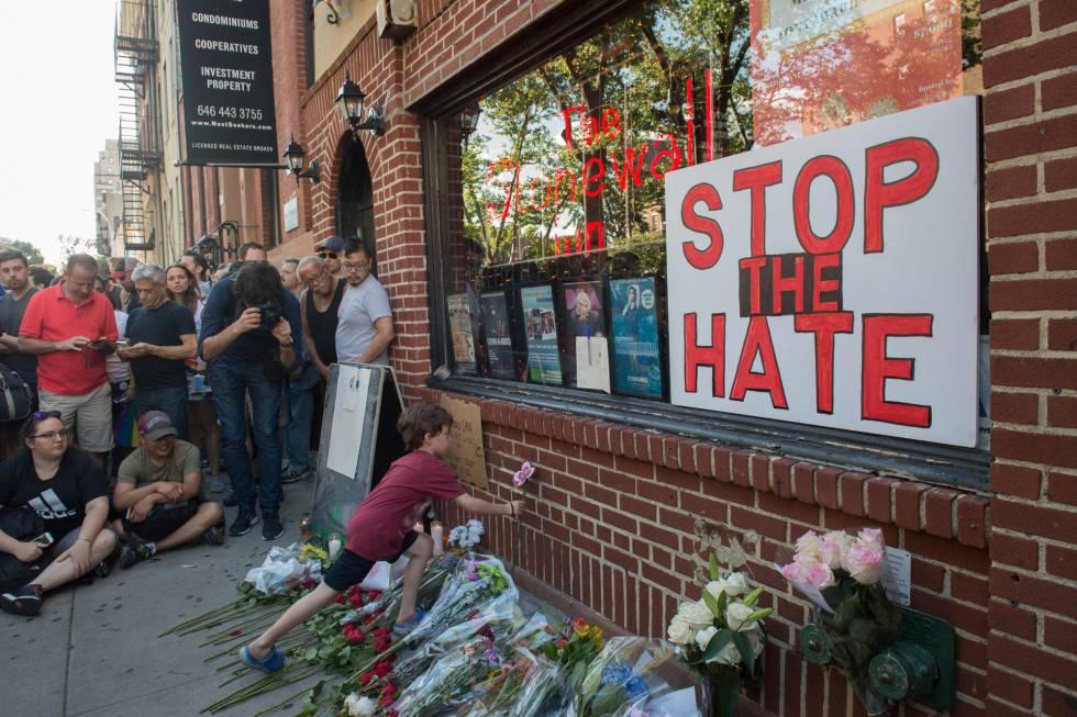 Homenagem às vítimas do massacre em Orlando.