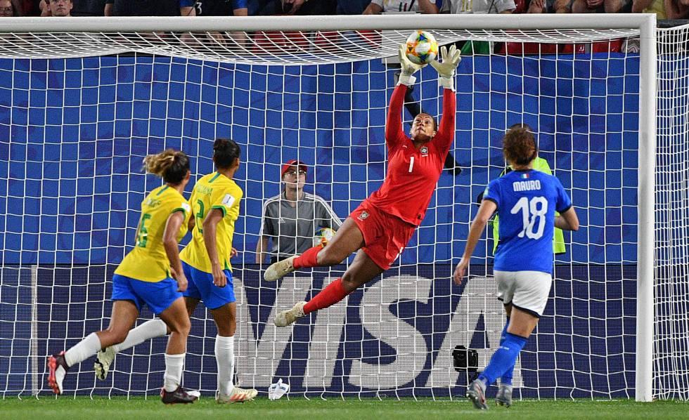 e74067459 O que precisa diminuir não são as traves, mas o preconceito contra o  futebol feminino | Esportes | EL PAÍS Brasil