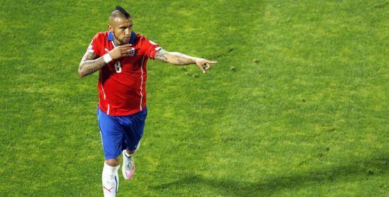 Vidal celebra seu gol de pênalti
