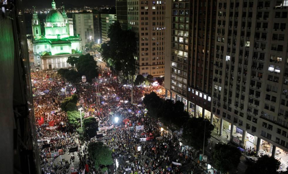 Manifestantes reunidos no Rio de Janeiro.