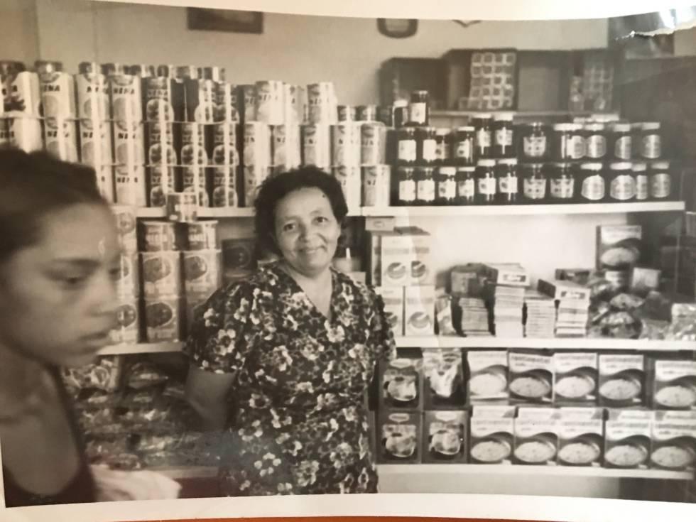Blanca, quando trabalhava na Venezuela em um supermercado. Sem dinheiro, agora tem de cuidar de seu filho doente.