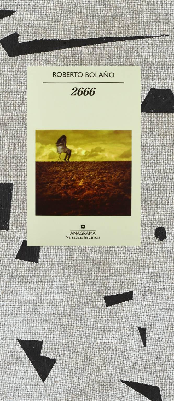 """Roberto Bolaño escreveu este romance quando sabia que estava condenado à morte e foi publicado um ano depois do seu falecimento. Salvo talvez seu título enigmático –o número de um ano tão distante–, nada revela aquela luta; tudo neste relato é a expressão jubilosa de uma imaginação em estado de graça: múltipla, rápida, nítida, joga com ecos da literatura mundial e outros da própria vida. É um pináculo das letras pós-modernas –embora o termo cheire a obviedade–, mas a verdade é que Bolaño é também um pós do chamado boomlatino-americano. Sua americanidade é talvez menos intensa, mas mais extensa, mais universal: boa parte de sua obra é um diálogo irônico com seus grandes predecessores. Os romances procuram pôr uma ordem, mas a Ordem é, no fundo, um reconhecimento e até mesmo uma homenagem à superioridade estética e epistemológica da Desordem e do Caos. '2666' se divide em cinco partes que se complementam e convergem. Uma nota manuscrita (reproduzida na edição mais recente) enumera o que chama de """"linhas, pontos de fuga, folhetins"""" que o estruturam. Como 'Os Detetives Selvagens', '2666' começa como uma questão coletiva na qual viver e ler se entrelaçam; quatro jovens e desorientados filólogos querem saber mais sobre um misterioso escritor alemão, Benno von Archimboldi, do qual ninguém sabe nada. Mas em seus erráticos passos pelo campus global, acabam chegando (como no final de 'Os Detetives...') ao Estado mexicano de Sonora: a uma cidade que, sob o nome de Santa Teresa, esconde Ciudad Juárez. Nas duas partes seguintes viajam ao mesmo local um exilado chileno, Óscar Amalfitano, professor de filosofia à beira da loucura, e um jornalista afro-americano, Oscar Fate, cuja história é a imitação perfeita de um clássico romance noir. O folhetim final do livro conta a vida daquele que todos procuram, o escritor Archimboldi, que é um animado conto da Segunda Guerra Mundial na Europa. Que também desemboca em Santa Teresa, porque seu sobrinho é talvez um dos assassinos. E no meio,"""