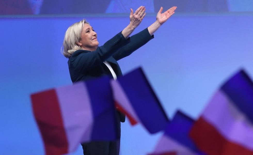 Marine Le Pen no lançamento da campanha para as eleições europeias, neste domingo em Paris