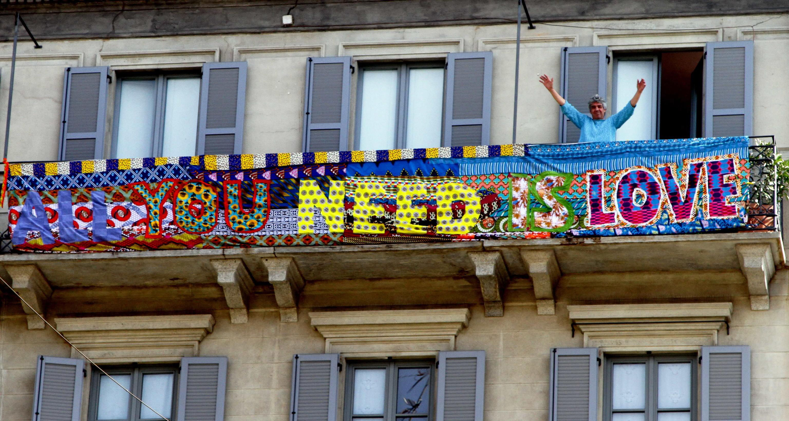 Milan (Italy), 28/03/2020.- A banner reading 'All You Need is Love' is seen at a balcony in Milan, Italy, during the country's lockdown following the COVID-19 new coronavirus pandemic, 28 March 2020. Italy is under lockdown in an attempt to stop the widespread of the SARS-CoV-2 coronavirus causing the Covid-19 disease. (Italia) EFE/EPA/PAOLO SALMOIRAGO