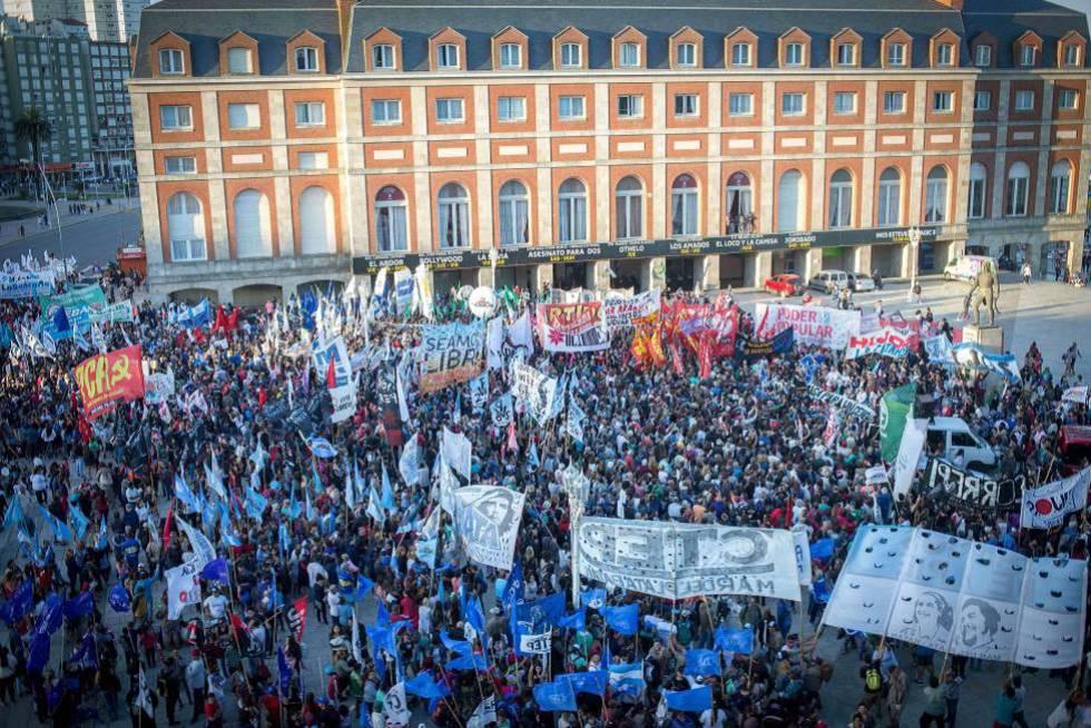 Protesto em janeiro em Mar del Plata contra a concessão de prisão domiciliar a Etchecolatz.