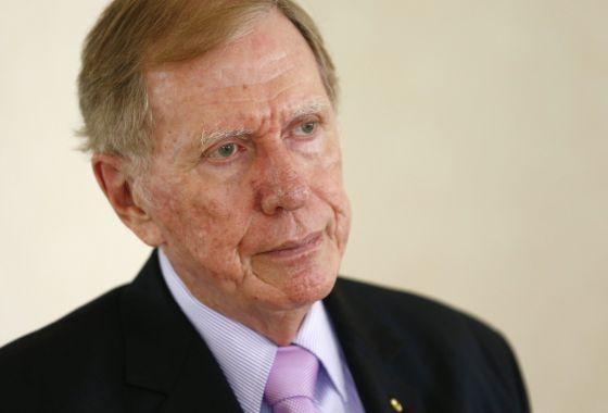 O presidente da comissão, o juiz Kirby.