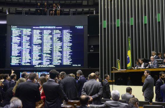 Deputados debatem a reforma política nesta quarta.