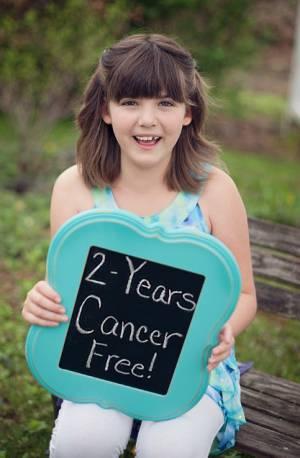 A menina Emily 'Emma' Whitehead comemora dois anos sem câncer.