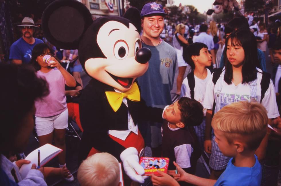 Imagem da Disneyland Paris, que este ano completa seu 25o aniversário.