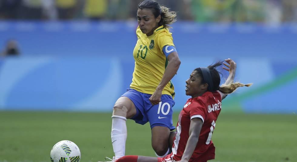 Marta, muito bem marcada em Brasil x Canadá.