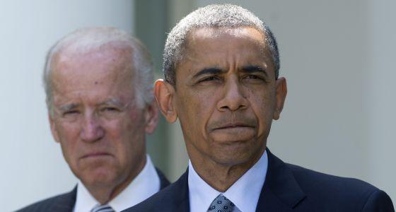 Barack Obama, acompanhado do vice-presidente Joe Biden, na segunda-feira na Casa Branca.