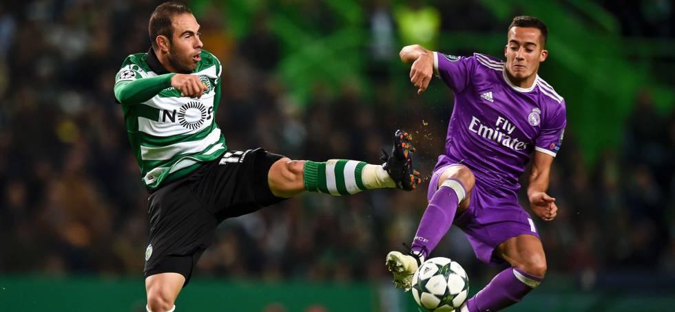 Bruno César e Vázquez disputam a bola.