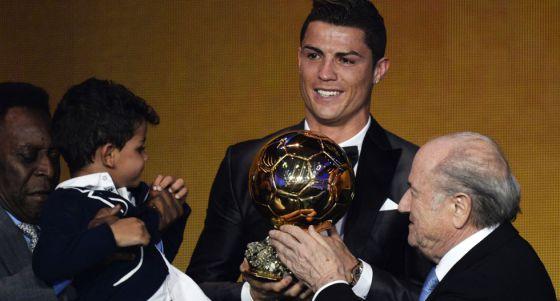 Cristiano Ronaldo, Bola de Ouro 2013, na cerimônia de entrega, o passado/passo 13 de janeiro em Zurique.
