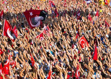 Os partidos de oposição tentam se tornar visíveis com a manifestação conjunta