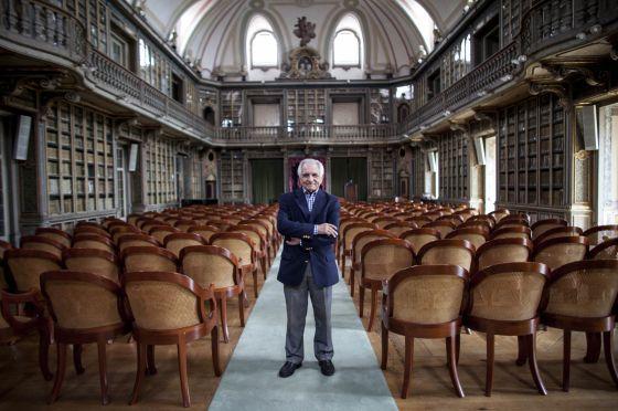 O professor Malaca Casteleiro, na Academia de Ciências de Lisboa.
