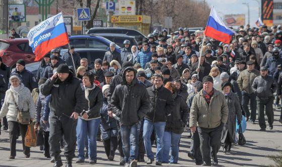 Um grupo pró-Rússia pede a liberdade de colegas presos pelo separatismo.