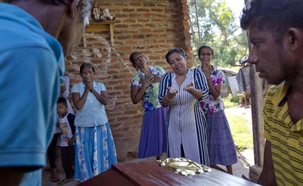 Velório de uma das vítimas dos atentados em Negombo, Sri Lanka, nesta segunda-feira