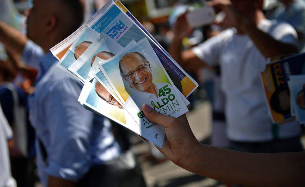 Material de campanha de Geraldo Alckmin distribuído em Duque de Caixas, no Rio de Janeiro.