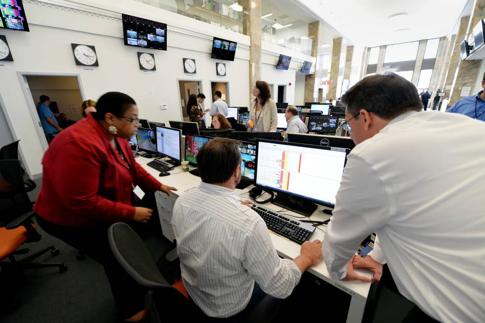 Jornalistas na sucursal do canal qatariano Al Jazeera em Nova York