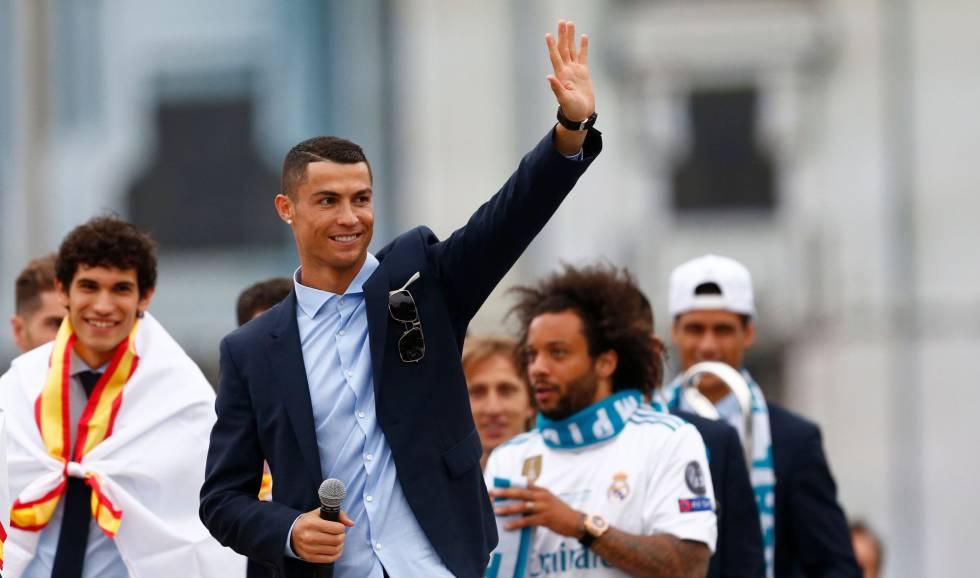 Cristiano Ronaldo celebra a 13ª Champions do Real Madridi em Cibeles.