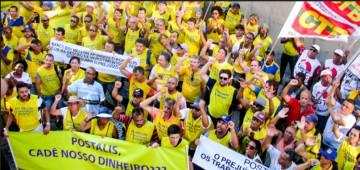 Protesto contra prejuízo no Postalis, um dos fundos investigados.