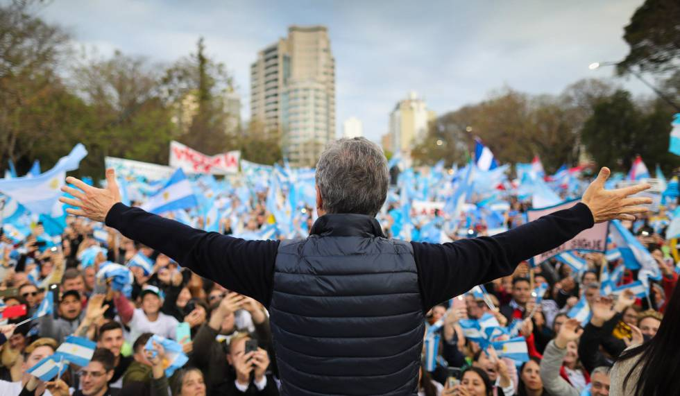 Mauricio Macri em campanha nesta segunda-feira na Argentina.