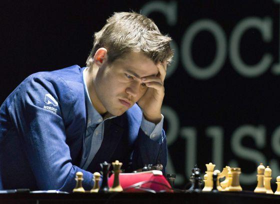 Carlsen, durante a partida decisiva.