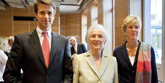 Johanna Quandt, ao centro, ladeada por seus filhos, Stefan e Susanne, em agosto de 2009.