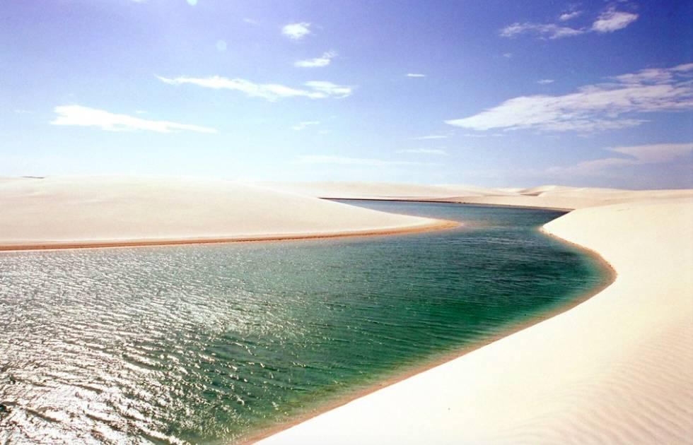 Uma das lagoas dos Lençóis Maranhenses.