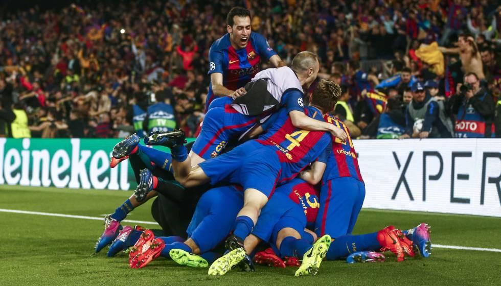 Jogadores do Barça comemoram o sexto gol contra o PSG.