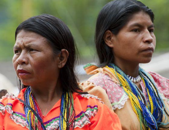 Duas mulheres da comunidade embera-chamí.