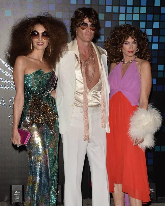 Da esquerda à direita: Amal Clooney, Rande Gerber e Cindy Crawford, anfitriões da festa.