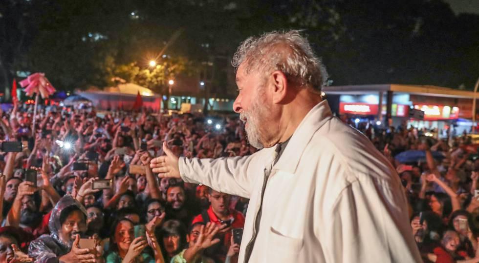Lula em ato de recebimento de novos filiados do PT no Distrito Federal, em dezembro.