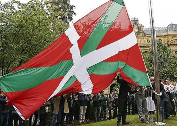 A ikurriña, bandeira oficial do País Basco.