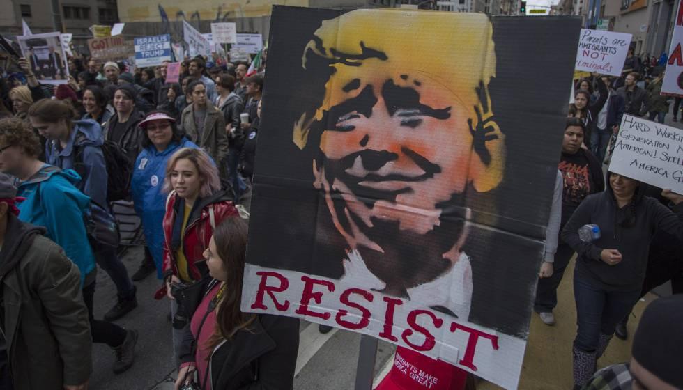 Protesto contra as políticas de Donald Trump em Los Angeles, na semana passada.