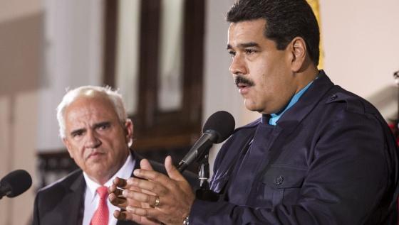O presidente venezuelano, Nicolás Maduro, e o secretário-geral da Unasul, Ernesto Samper, nesta quarta-feira em Caracas.