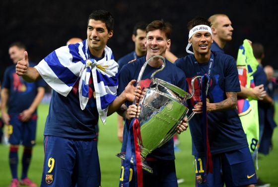 Luis Suárez, Messi e Neymar, em Berlim depois de ganhar a Copa da Europa.