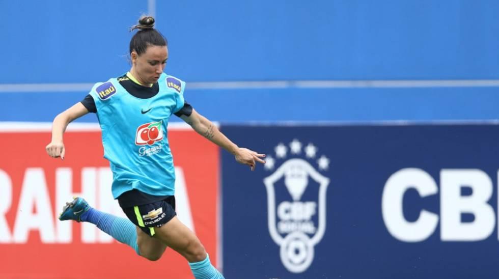 Jucinara, durante treinamento pela seleção brasileira.