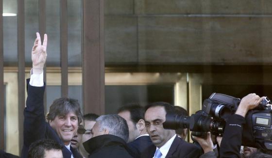 O vice-presidente da Argentina, Amado Boudou, chega à sede dos tribunais federais em Buenos Aires para ser interrogado.