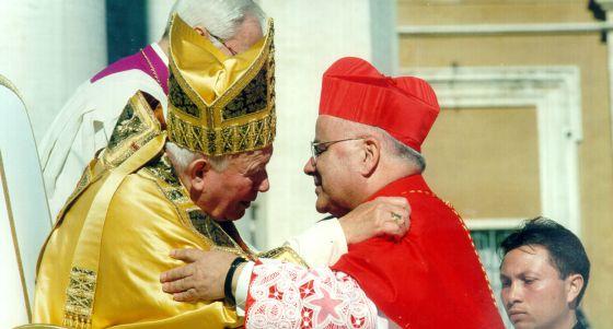 O Papal João Paulo II nomeando o português José Savaiva Martins cardeal, em 2011.