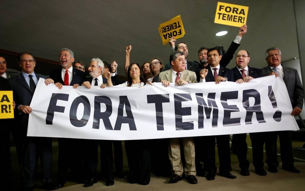 Membros da oposição do Brasil pedem a saída de Temer nesta quarta-feira.