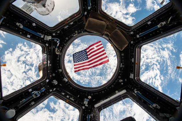 A bandeira norte-americana na Estação Espacial Internacional