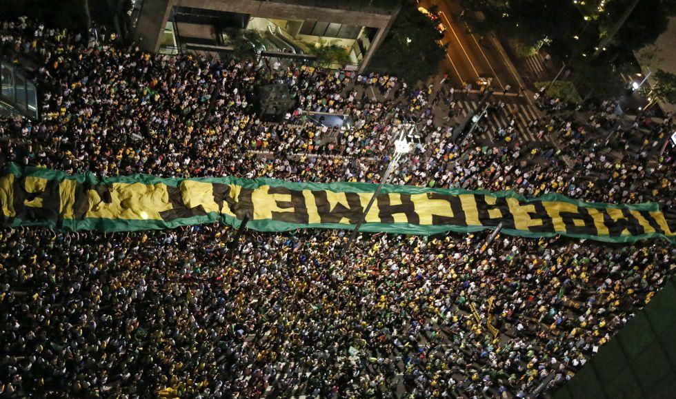Manifestantes protestam na av. Paulista, em São Paulo.