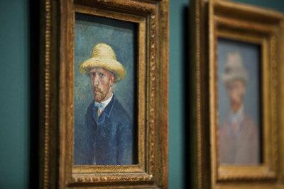 Autorretrato no museu Van Gogh de Amsterdam.