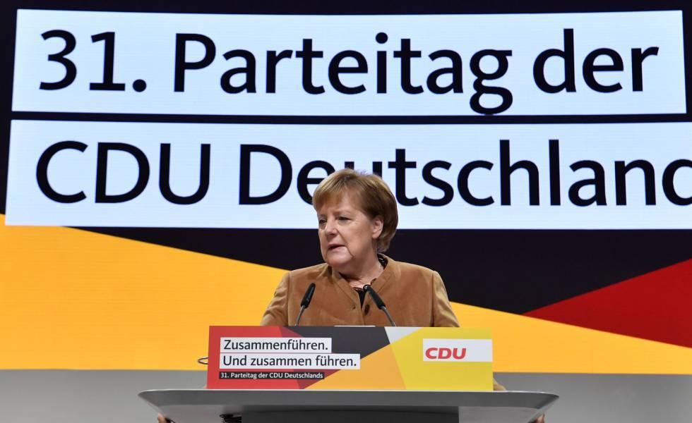 A chanceler alemã, Angela Merkel, no espaço de congressos de Hamburgo onde se realiza o encontro da União Democrata Cristã.