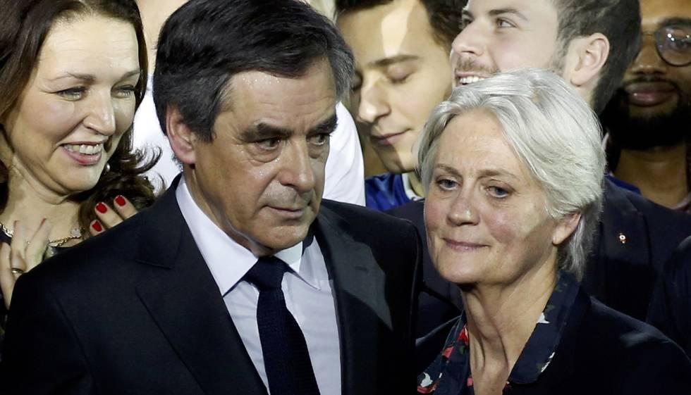 François Fillon, ao lado de sua mulher, Penelope, durante evento político em janeiro.